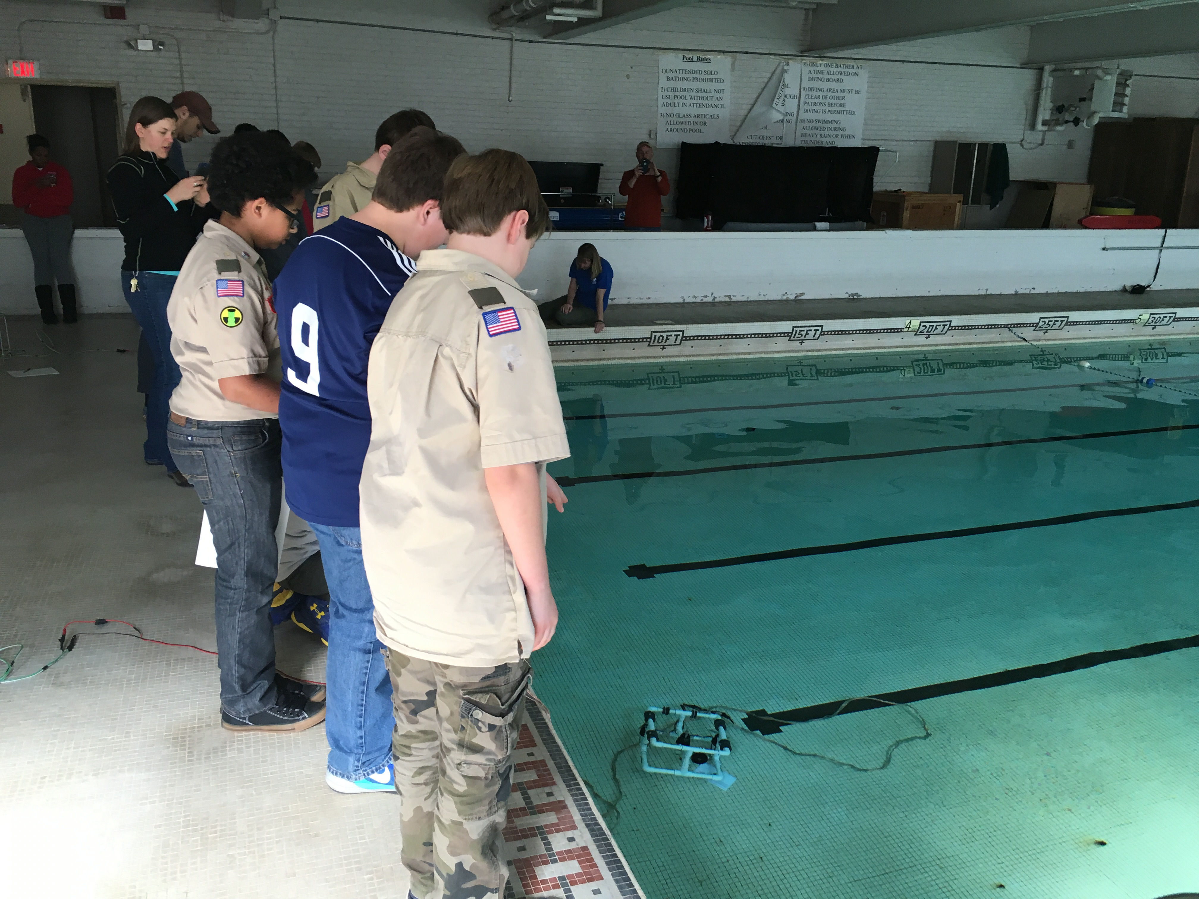 <div style='color:#000000;'><br /><br /><h2>2016 Boy Scouts Advancarama. Scouts driving model ROVs (remotely operated vehicles) to learn about bottom topography.</h2>(C)&nbsp;ECOGIG</div>