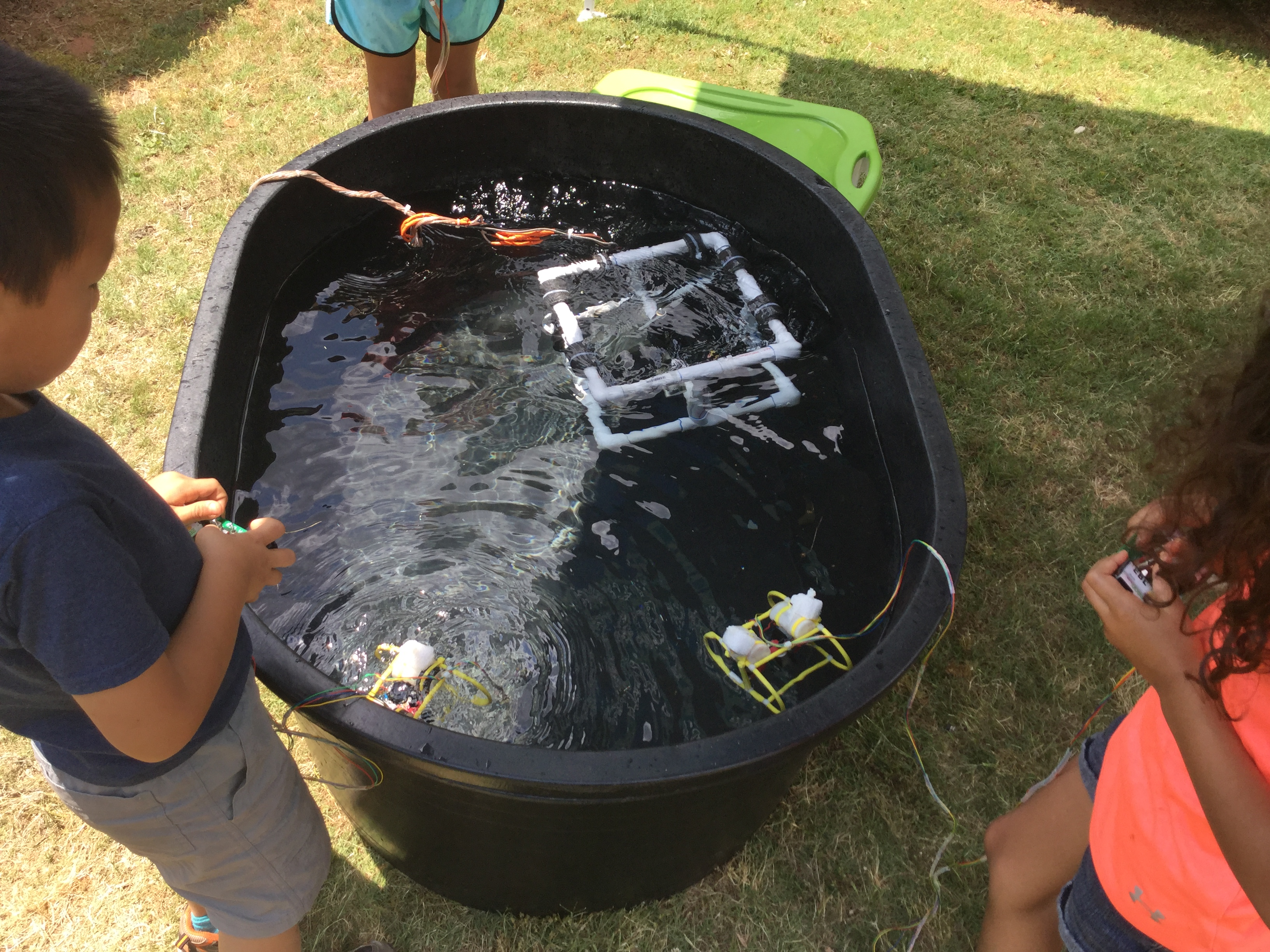 <div style='color:#000000;'><br /><br /><h2>2016 Oconee Primary School visit. Students driving the model ROVs (Remotely Operated Vehicles) that we use for demonstration.</h2>(c) ECOGIG</div>
