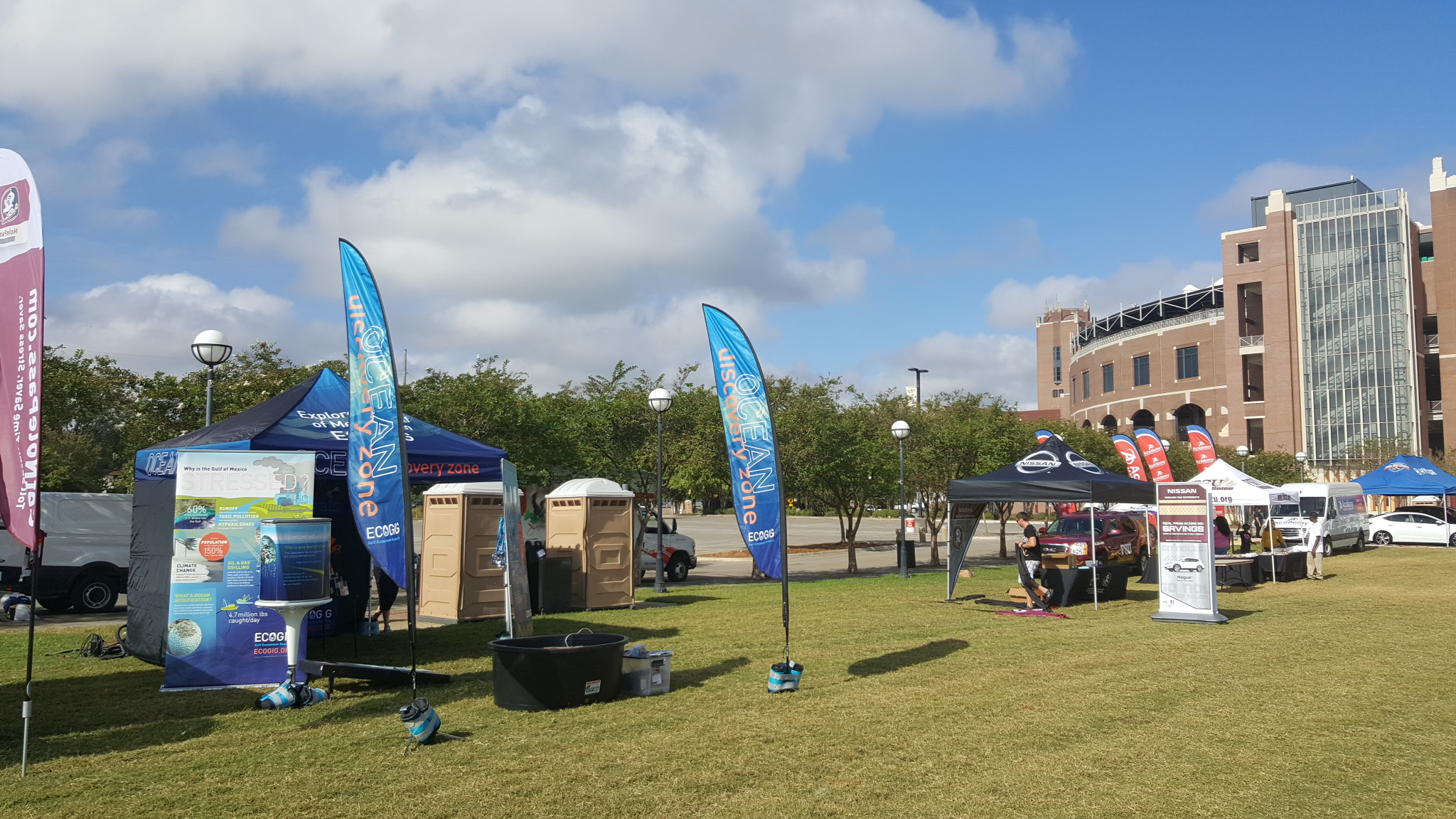 <div style='color:#000000;'><br /><br /><h2>2016 Florida State University. The Ocean Discovery Zone set up in front of Doak Campbell stadium in Tallahassee, FL.</h2>(c) ECOGIG</div>