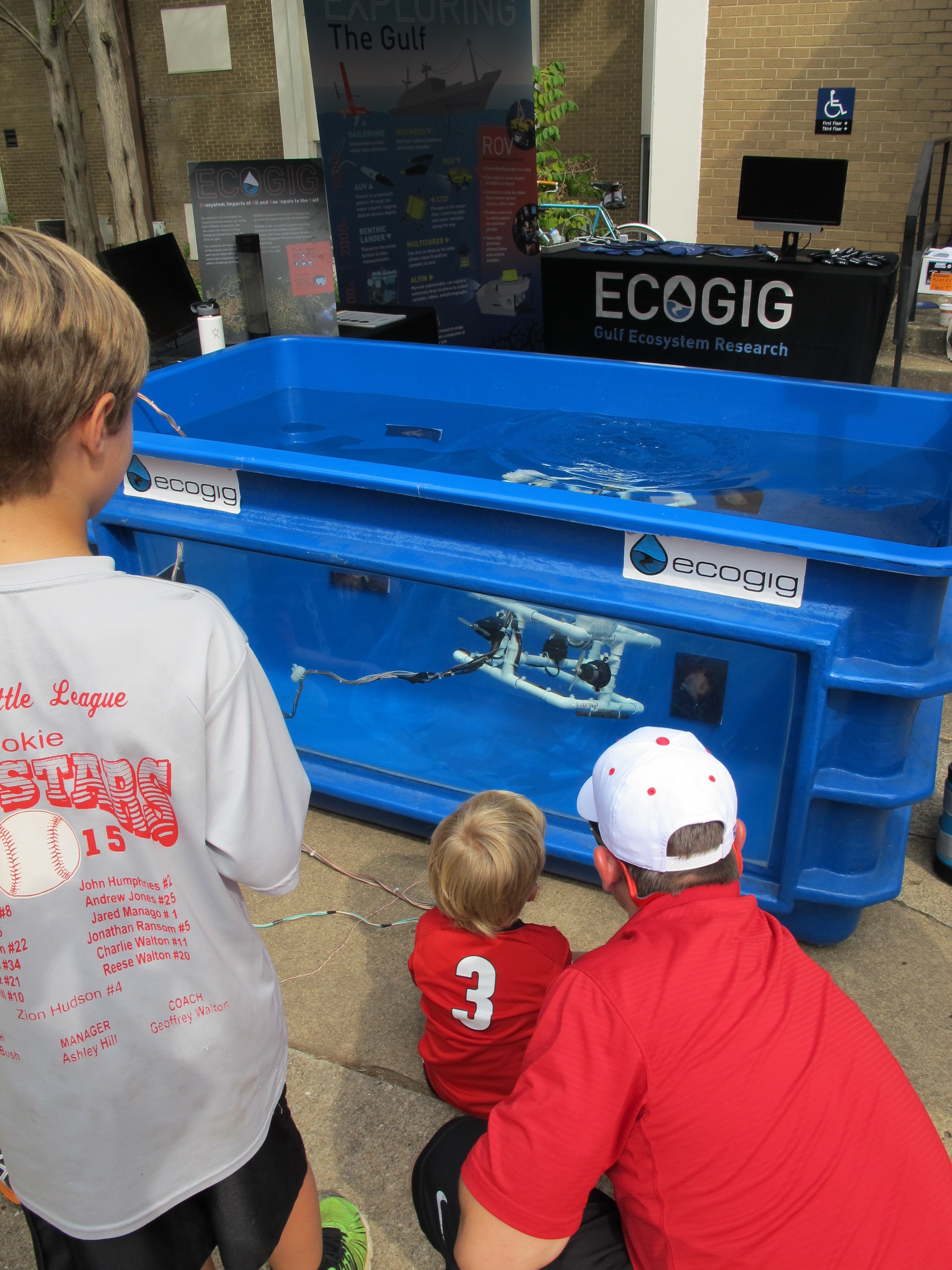 <div style='color:#000000;'><br /><br /><h2>2015 UGA football home game. Driving a ROV is so much fun!</h2>(C)&nbsp;ECOGIG</div>