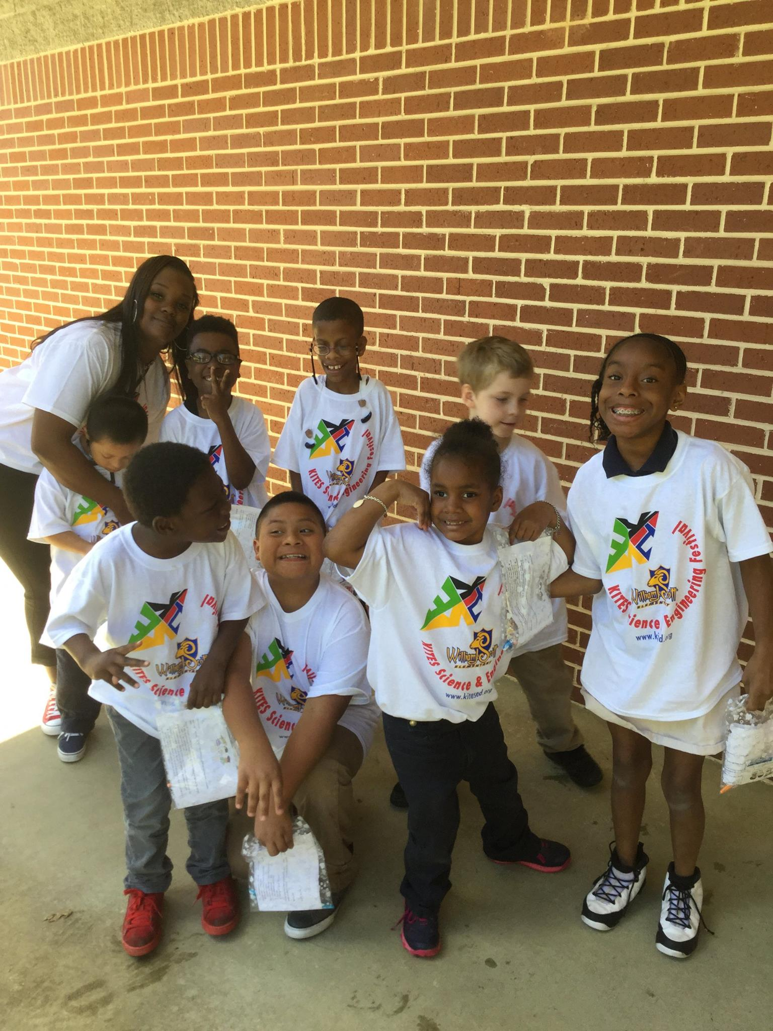 <div style='color:#000000;'><br /><br /><h2>2017 KITES Festival. ECOGIG brought the Ocean Discovery Zone to approximately 200 students at Scott Elementary in Atlanta, GA. This was part of a larger event called the KITES (Kids Interested in Technology, Engineering and Science) festival.</h2>(c) ECOGIG</div>