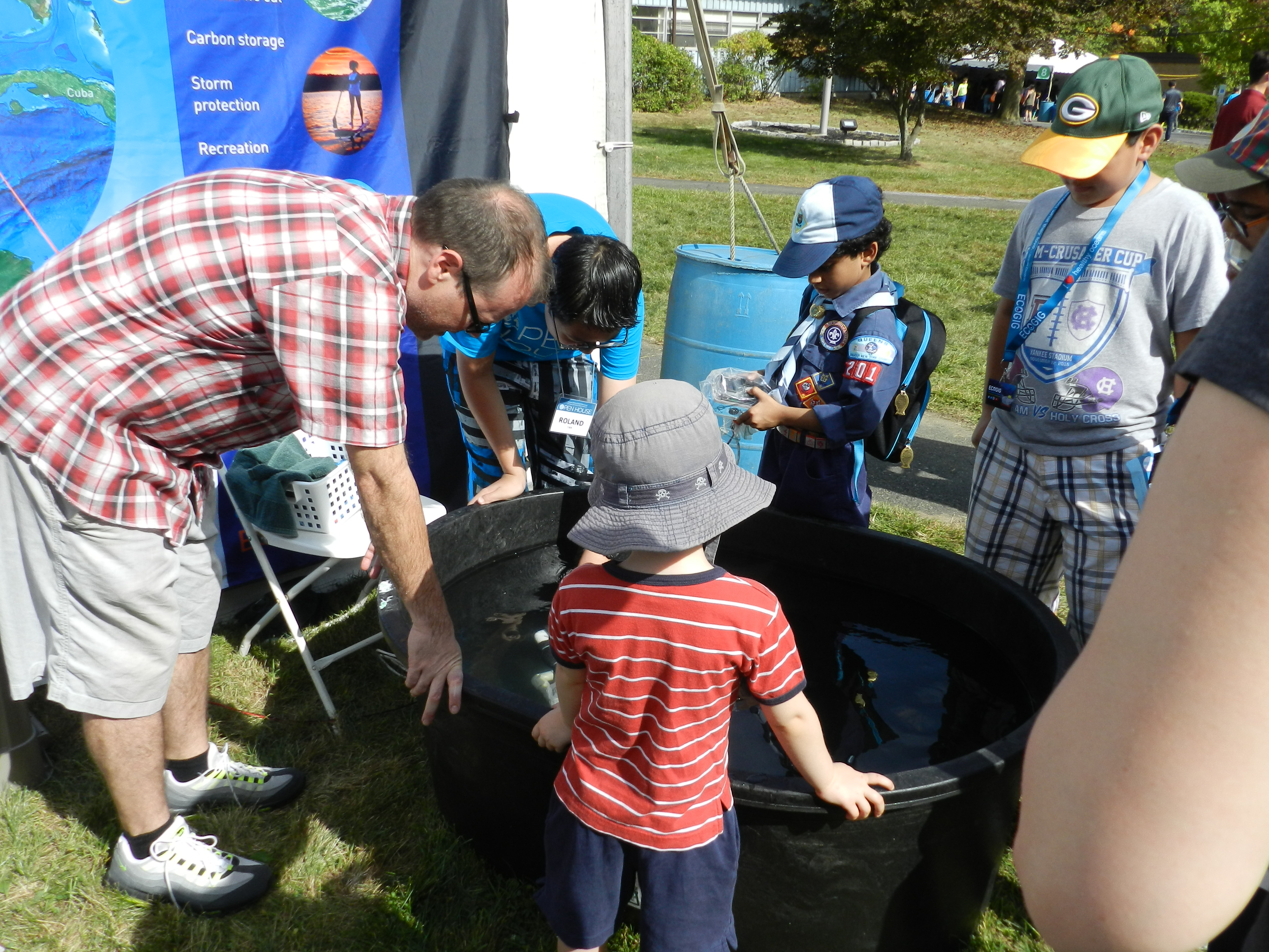 <div style='color:#000000;'><br /><br /><h2>2017 LDEO Open House. ECOGIG researchers set up the Ocean Discovery Zone for visitors to the Lamont-Doherty Earth Observatory annual open house. Visitors drove ROVs (remotely operated vehicles) and built deep sea corals and deep sea tube worms!</h2>Photo courtesy of Andy Juhl (ECOGIG &amp; LDEO)</div>
